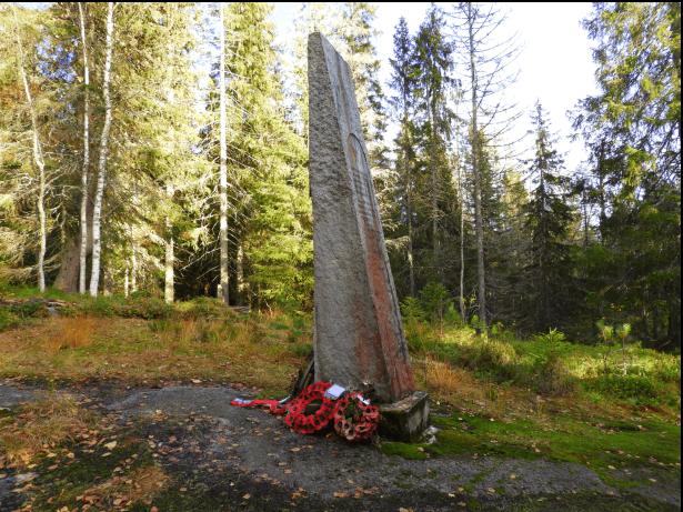 Minnesmerket etter flystyrten ved Andtjernåsen i Sørkedalen - Oslomarka - Nordmarka - Fantastiske marka