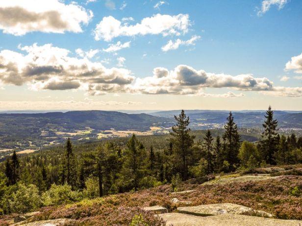 Utsikten fra Veslekollen over Nittedal og Romeriksåsene - Oslomarka - Nordmarka - Fantastiske marka
