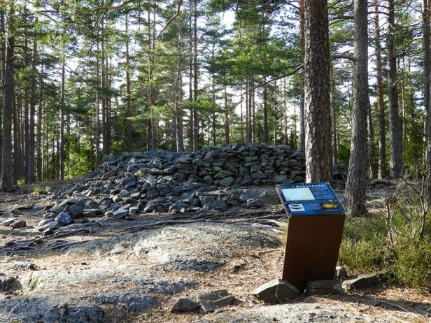 Gravrøys på Haneborgåsen ved Fjellhamar - Oslomarka - Lillomarka - Fantastiske marka