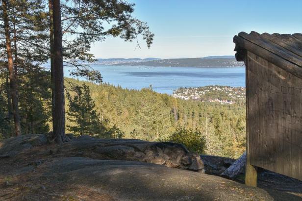 Utsikt over indre Oslofjord fra Aukeåsen og Aukevarden på Hurumlandet - Fantastiske marka
